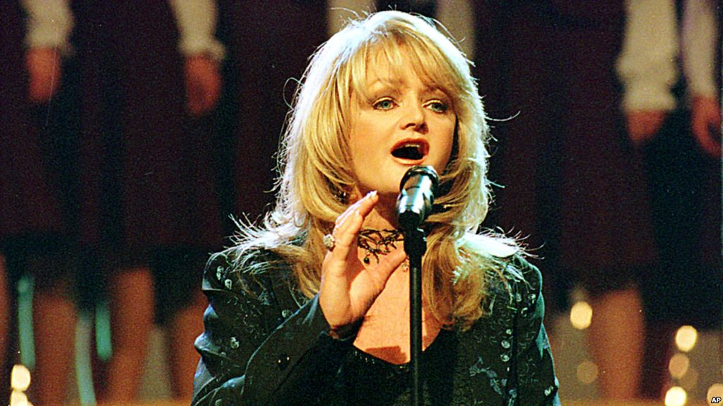 Học tiếng Anh qua bản tin Bonnie Tyler to Sing 'Total Eclipse of the Heart' During Eclipse