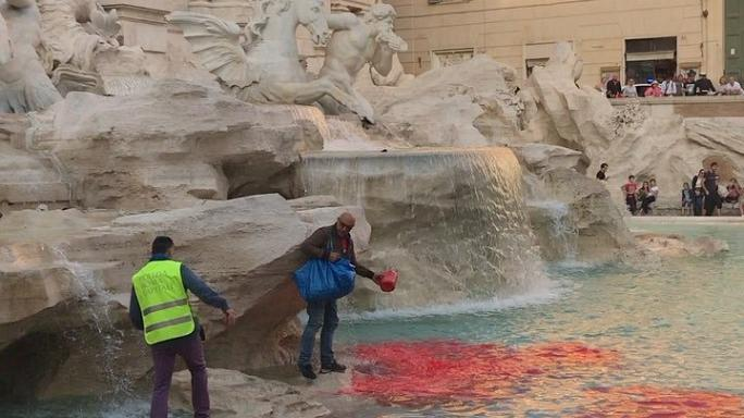 Pháp luật - Laws Art attacks demean Rome's cultural heritage says city's curator